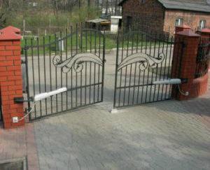 napedy do bram montaz napedu bramy469 1 300x225 1 300x243 - Automatyka bram garażowych