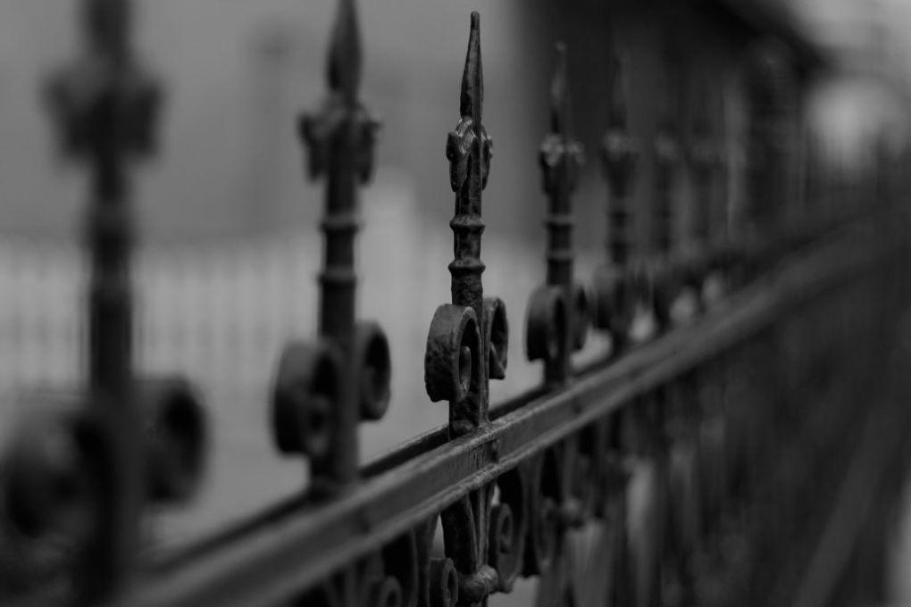 fence 77940 1920 1024x683 - Na co się przygotować decydując się na wybór bramy przesuwnej?