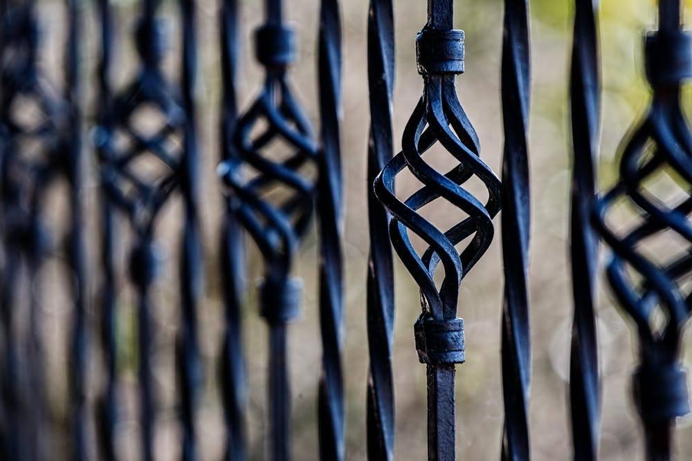 fence railing wrought iron barrier 51002 - Wybór i montaż przęsła ogrodzeniowego