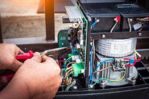 naprawa systemu bramy 300x200 - Automatyka bram garażowych